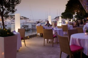 antropoti_wedding_planner_maestral_yacht_desk_hvar_wedding_venues